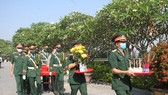 The People's Committee of Quang Tri Province held a ceremony on May 5 to rebury 16 sets of remains of Vietnamese voluntary soldiers and experts who died in Laos during wartime. (Photo: SGGP)