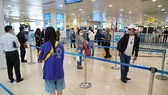 Passengers at the Noi Bai international airport (Photo: VNA)