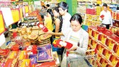 Retailers commit to stabilizing prices during Tet holidays. (Photo: SGGP)