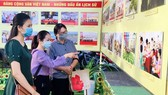 Viewers visit the exhibition on the founding of the Communist Party of Vietnam opened at Can Tho City's Museum. (Photo: SGGP)
