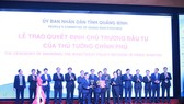 The People's Committee of Quang Binh Province grants investment registration certificates to 15 projects worth more than VND71 trillion of 12 investors. (Photo: SGGP)