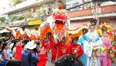 A performance of kylin and dragon dances in Nguyen Tieu Festival in HCMC's China Town (Photo: SGGP)
