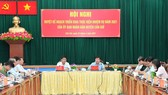 Chairman of the People's Committee of HCMC Nguyen Thanh Phong (R, central) speaks at the working session. (Photo: SGGP)