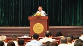 Chairman of the People's Committee of HCMC Ngu yen Thanh Phong speaks at the meeting. (Photo: SGGP)