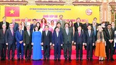 Secretary of the HCMC Party Committee Nguyen Van Nen (C), HCMC's leaders and delegates at the meeting