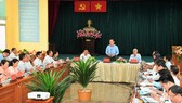 Secretary of the HCMC Party Committee, Nguyen Van Nen chairs a working session with Can Gio District's authorities. (Photo: SGGP)
