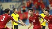 Nguyen Tien Linh celebrates his opening goal. (Photo: SGGP)