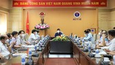 Minister of Health Nguyen Thanh Long chairs the meeting.