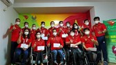 Members of the Vietnamese delegation at the Tokyo 2020 Paralympic Games pose for a group photo at the Paralympic Village (Photo: VNA)