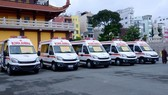 The ambulances, worth some 7.2 billion VND (around 316,000 USD), will be handed over to hospitals in the city serving the transportation of Covid-19 patients. (Photo: VNA)