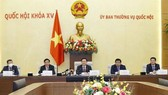 National Assembly Chairman Vuong Dinh Hue  (middle) chairs the meeting (Photo: VNA)