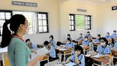 Teacher and twelfth grade students of Thanh An High School in the fisrt day of school reopening