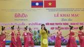 """Ca múa tại lễ khai mạc triển lãm ảnh """"Hữu nghị truyền thống, đoàn kết đặc biệt, hợp tác toàn diện Việt Nam - Lào"""""""