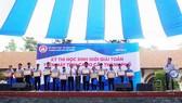 Trao thưởng cho các thí sinh xuất sắc đạt giải nhất kỳ thi