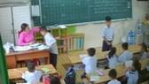 Hình ảnh cô giáo véo tai học sinh trong lớp phụ huynh cung cấp khi tố cáo