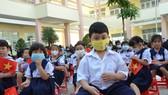 Học sinh lớp 1 tại TPHCM tham dự lễ khai giảng năm học 2020-2021