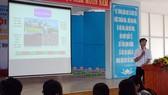 Thầy Trịnh Văn Hải, giáo viên Trường THCS Võ Văn Tần thực hiện bài giảng môn Lịch sử với phần mềm thiết kế đồ họa