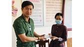 Báo Sài Gòn Giải Phóng trao tiền hỗ trợ cho vợ chồng già mắc bệnh hiểm nghèo
