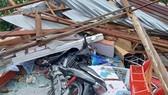 Mưa lớn, lốc xoáy làm sập, tốc mái 24 căn nhà ở Vĩnh Long