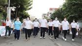 Lãnh đạo TP và quận Phú Nhuận tham gia đi bộ sáng 22-11