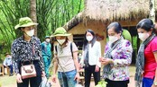Chairwoman of the municipal People's Council Nguyen Thi Le (2nd, R) and frontline healthcare workers visit Cu Chi Tunnel. (Photo: SGGP)