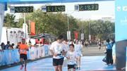 Chạy bộ đang ngày càng phổ biến trong cộng đồng ở TPHCM. Ảnh: NGUYỄN ANH