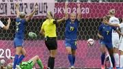 Các cô gái Thụy Điển thể hiện sức mạnh tuyệt đối ở vòng bảng.