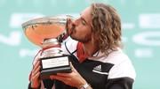 Tsitsipas hôn chiếc cúp vô địch Monte Carlo Masters
