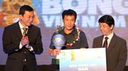 Lê Tấn Tài đoạt Quả bóng Bạc Việt Nam năm 2012. Ảnh: QUANG NHỰT