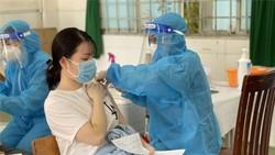 Người dân tiêm vaccine Vero Cell trên địa bàn quận Tân Phú