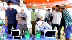 Đoàn kiểm tra liên ngành của TP Phan Thiết kiểm tra các cơ sở buôn bán khu vực làng Chài Mũi Né.