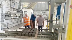 Sản xuất gạch không nung tại nhà máy  của Công ty Hoàng Sơn Fly Ash and Cement