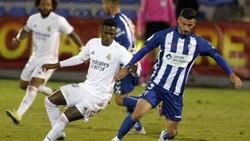 Real Madrid (trái) đã bị đội hạng ba Alcoyano loại ở vòng 16 đội Cúp nhà vua.