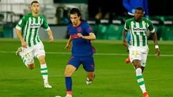 Joao Felix (giữa) nén đau ra sân khiến chấn thương thêm trầm trọng.