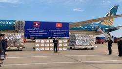 Việt Nam hỗ trợ Lào vật tư và chuyên gia y tế chống dịch Covid-19