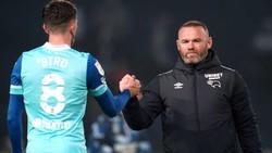 HLV Wayne Rooney chứng kiến Derby County của mình rơi vào khủng hoảng.