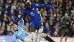 Romelu Lukaku và tình huống khiến anh dính chấn thương.