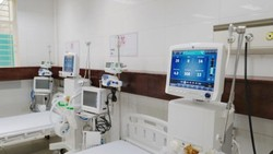 Tặng BV điều trị Covid-19 An Bình thiết bị y tế trị giá 2,9 tỷ đồng