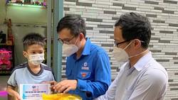 Chiếc máy tính bảng giúp em Võ Minh Tân có cơ hội theo kịp bạn bè  trong năm học mới