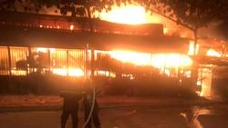 Vụ cháy tối 14-1 thiêu rụi gần hết xưởng gỗ tại quận 12, TPHCM