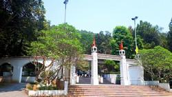 Khu mộ 10 nữ anh hùng liệt sĩ Thanh niên xung phong Ngã ba Đồng Lộc