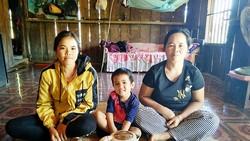 Chị Y Tỷ, mẹ và đứa con thơ chưa đầy 4 tuổi