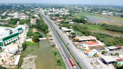 Quốc lộ 22, đoạn qua xã Tân Phú Trung, huyện Củ Chi. Ảnh: CAO THĂNG
