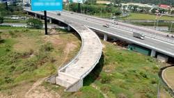 Đường Võ Văn Kiệt đến nay vẫn chưa kết nối hoàn chỉnh với quốc lộ 1A Ảnh: CAO THĂNG