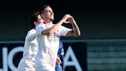Các cầu thủ Milan mừng chiến thắng