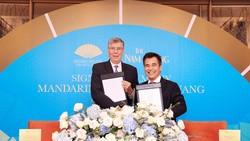 Ông Alain Cany – Chủ Tịch Jardine Matheson Việt Nam và ông Đinh Bá Thành – Chủ Tịch The Nam Khang Corporation ký kết hợp tác dự án Mandarin Oriental Đà Nẵng
