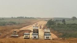 Nhiều dự án thành phần của cao tốc Bắc-Nam đang đối mặt nguy cơ chậm tiến độ do thiếu vật liệu.
