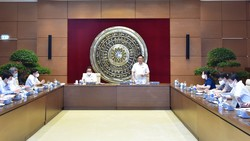 Chủ tịch Quốc hội Vương Đình Huệ chủ trì buổi làm việc