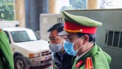 Ông Đinh La Thăng và Trịnh Xuân Thanh được dẫn giải xét xử trong vụ án Ethanol Phú Thọ