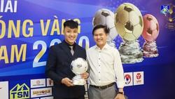 Chủ tịch CLB Thái Sơn Nam Trần Anh Tú chia vui cùng Hồ Văn Ý